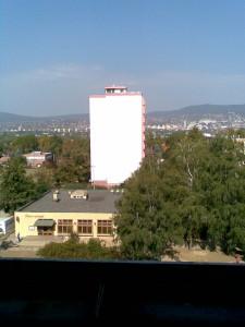 Pécs, Diana tér, Mecsek háttér